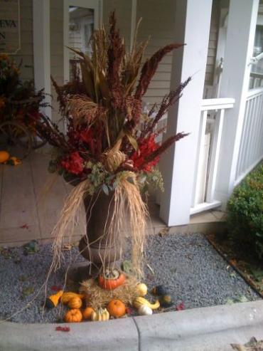 Geneva Inn Outdoor Fall Decor