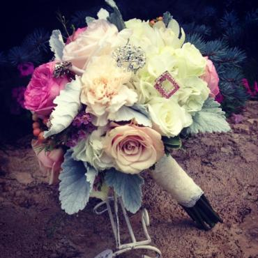 Brides bouquet with brooches