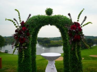 Grand Geneva Boxwood Arch